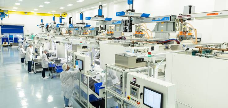 Sepro robots increase productivity and enhance workflows. Within cleanroom market, our robots can be used with the injection molding machines and with their peripherals: assembly, inspection, traceability, packaging, etc.
